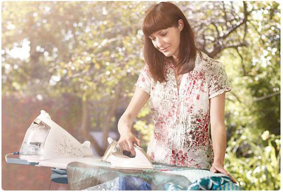 Philips  PerfectCare bügelnde Frau
